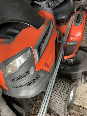 Husqvarna YTH 2042 riding tractor with bagger for Sale in Pittsburgh, PA