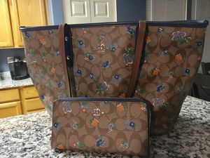 Coach purse and wallet for Sale in Odenton, MD