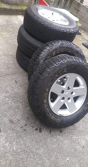 GOODYEA TIRE 255/75R17 17x7-1/2 JEEP WRANGLER. for Sale in Queens, NY