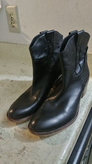 ALBERTO FERMANI WOMEN'S BOOTS. MADE IN ITALY. SIZE 39.5. HIGH QUALITY DESIGNER LEATHER BOOTS. for Sale in Dallas, TX