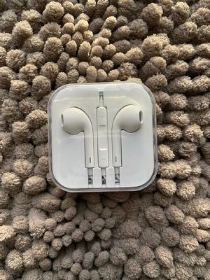 Wired Earbuds with Audio Control for Sale in La Mesa, CA
