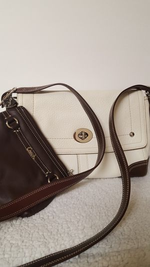 "Beautiful Coach purse, F13957 Pebbled Leather Flap, Excellent condition, 11"" x 8"" x 4"" Matching wallet included. for Sale in Covington, KY"