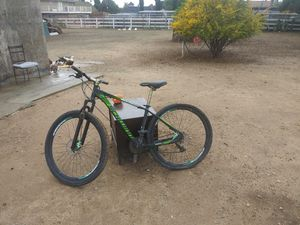 Schwinn bisicle use in good condition for Sale in Norco, CA