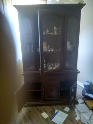 Broyhill 2Piece China Cabinet 50 years old in almost new condition for Sale in Wetumpka, AL