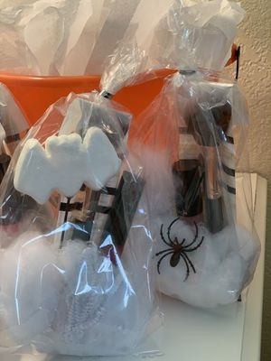 Cute Halloween themed bags ! Some come with beauty blenders, lip gloss, bobby pins and makeup brushes for Sale in Phoenix, AZ