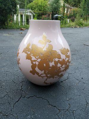 Beautiful Flower Pattern Vase for Sale in Atlanta, GA