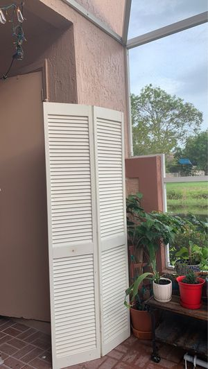 "2x 30"" foldable door -Free for Sale in Tamarac, FL"