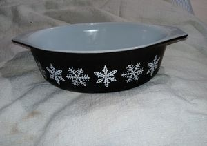 Vintage Snowflake Pyrex Dish for Sale in Chicago, IL