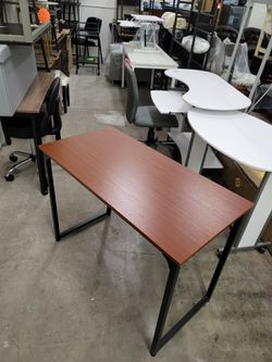 """Computer table/office desk L39"""" x W 20"""" x H29"""" for Sale in Las Vegas,  NV"""