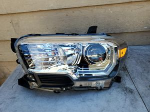 Tacoma headlight 2016 2017 2018 2019 for Sale in Los Angeles, CA