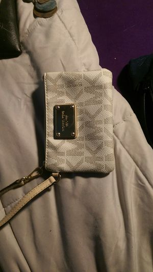 Michael Kors wristlet for Sale in North Chili, NY