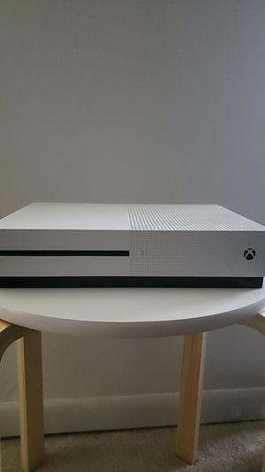Xbox 1 w/two wireless controllers and charging station for Sale in Bloomington, IL