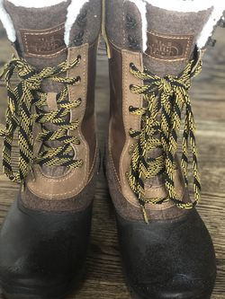 Women's The North Face Snow Boots- 9.5-new for Sale in Issaquah,  WA
