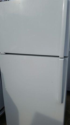 Refrigerator top freezer like new 3 months warranty for Sale in Alexandria, VA