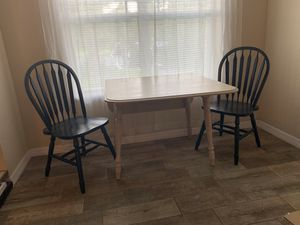 Breakfast table and 2 chairs for Sale in Tampa, FL
