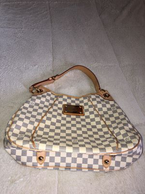 Louis Vuitton galleria hand bag for Sale in Mullica Hill, NJ