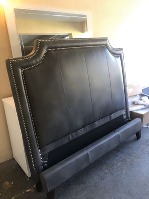 Queen leather bed frame for Sale in Dania Beach, FL