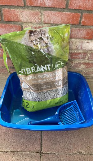 Cat litter box, scoop, and 1/2 bag of litter for Sale in Yucaipa, CA