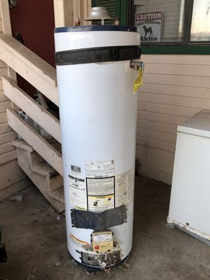 Whirlpool Propane Gas Water Heater Used 40gal for Sale in Valley Springs, CA