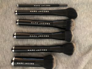 MARC JACOBS MAKEUP BRUSH! for Sale in Tukwila, WA