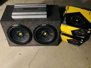 $400 / 12 inch Kicker Comp C dual voice coil subs / 4000 watt amp / new Sub box for Sale in Sanger, CA