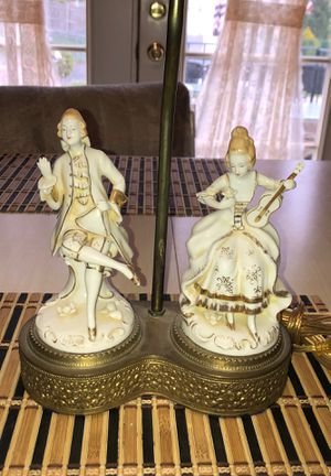 Antique Double Porcelain Figural Colonial Table Lamp On a Brass Brass In Vg Condition w/ No Damage 1920's Era for Sale in Berlin, NJ