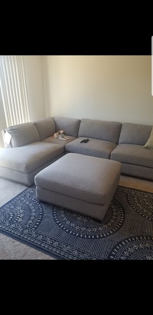Gray Sectional with Ottoman for Sale in San Diego, CA