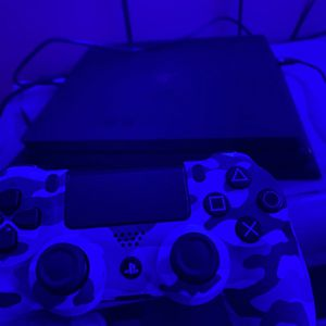PS4 Pro With Camo Controller With Camera for Sale in Miami, FL