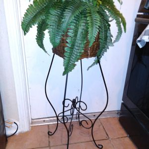 Fake plant in basket on metal stand $15 40 inches tall x 16 round for Sale in Missouri City, TX