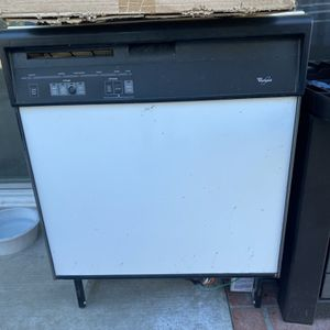 Whirlpool White Working Dishwasher for Sale in Huntington Beach, CA
