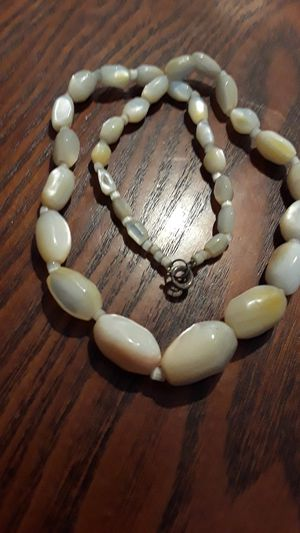 Absolutely Gorgeous vintage Mother of pearl necklace for Sale in New York, NY