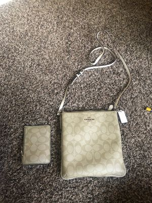 Coach purse and wallet for Sale in Puyallup, WA