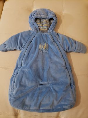 Boys Train Car Seat Snow Suit size 0- 6 months Like new for Sale in Louisville, KY