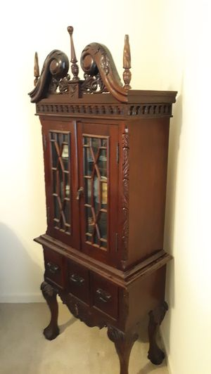 Curio cabinet for Sale in Boiling Springs, SC