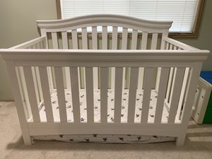 Delta Bennington multi stage crib (mattress not included) for Sale in Mukilteo, WA