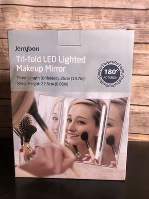 Tri-fold LED makeup mirror for Sale in Redlands, CA