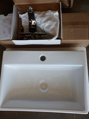 Sink with automatic faucet for Sale in La Puente, CA