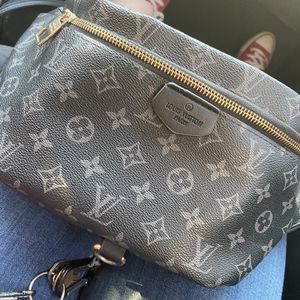 LOUIS VUITTON FANNY PACK BAG for Sale in Houston, TX