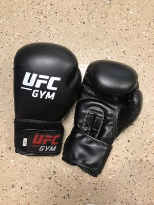UFC gloves 14oz for Sale in Arcadia, CA