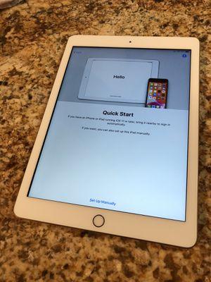 iPad 5th Gen 32gb Cellular Unlocked for Sale in Tamarac, FL
