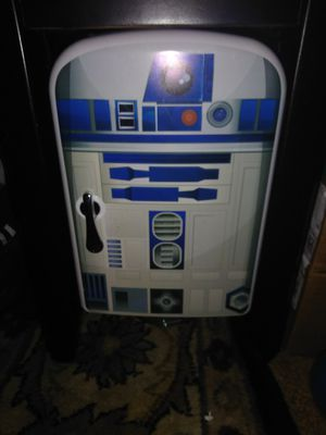 Starwars mini fridge holds a 6 pack has car plug and house plug for Sale in Hawthorne, CA