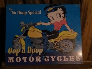 Betty Boop metal sign ment condition. List between 40$-50$ online. Asking$30 for Sale in Dublin, GA