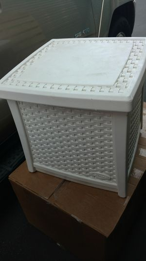 Outdoor storage Table or hide a water hose Suncrest excellent condition white color for Sale in Rialto, CA