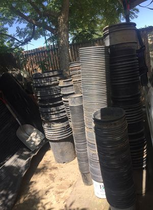 Plant pots for Sale in Laton, CA