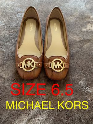 MICHAEL KORS SIZE 6.5 $60 Dlls NUEVO ORIGINAL MICHAEL KORS for Sale in Fontana, CA