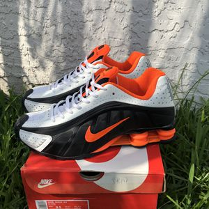 Nike Shox R4 New Us 9.5 for Sale in Coral Gables, FL