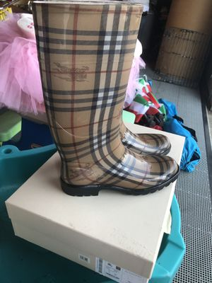 Brand new never worn Burberry boots size 9 for Sale in Englishtown, NJ