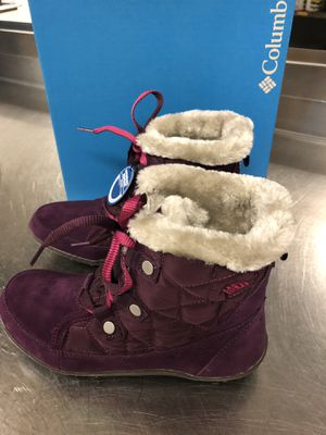 NEW AUTHENTIC COLUMBIA WATERPROOF WINTER BOOTS SIZE 7.5 WOMENS NEW WITHOUT BOX for Sale in Jessup, MD
