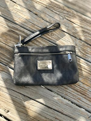Michael Kor's Black Signature Large Wristlet for Sale in Everett, MA