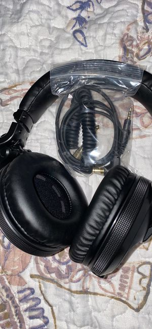 DJ Bluetooth Pioneer Headphones for Sale in Cleveland, OH
